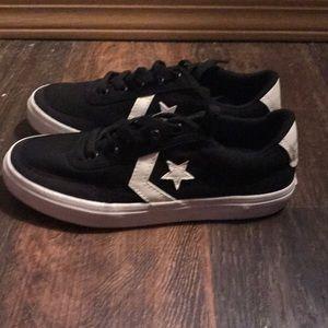 🔘 NWT - black Converse sneakers